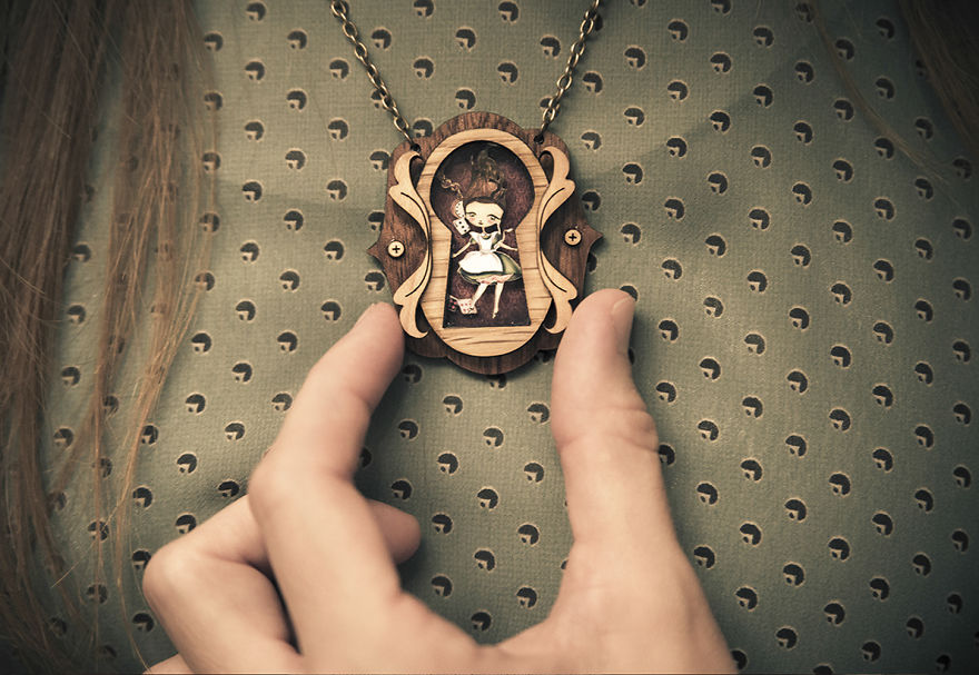 we-create-fairy-tale-inspired-necklaces-with-tiny-scenes-inside-10__880