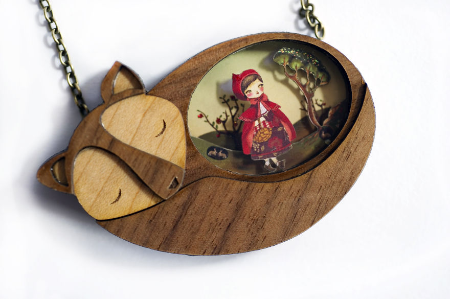 we-create-fairy-tale-inspired-necklaces-with-tiny-scenes-inside__880
