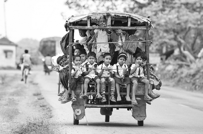 281005-R3L8T8D-650-children-going-to-school-around-the-world-19